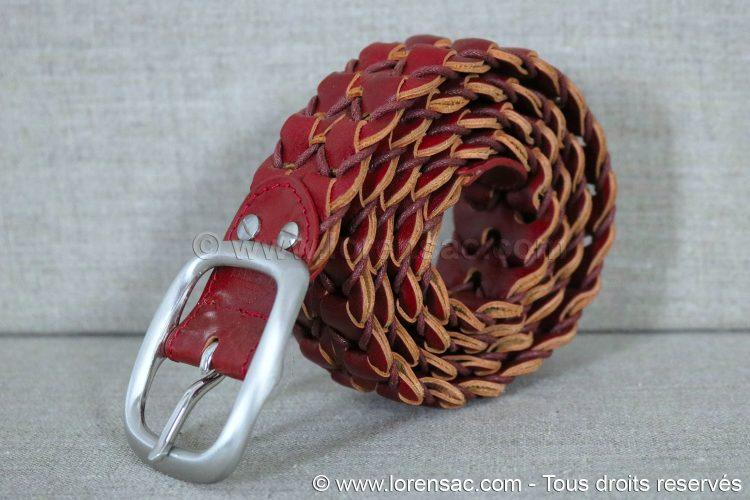 Profil de la ceinture tressée rouge en cuir