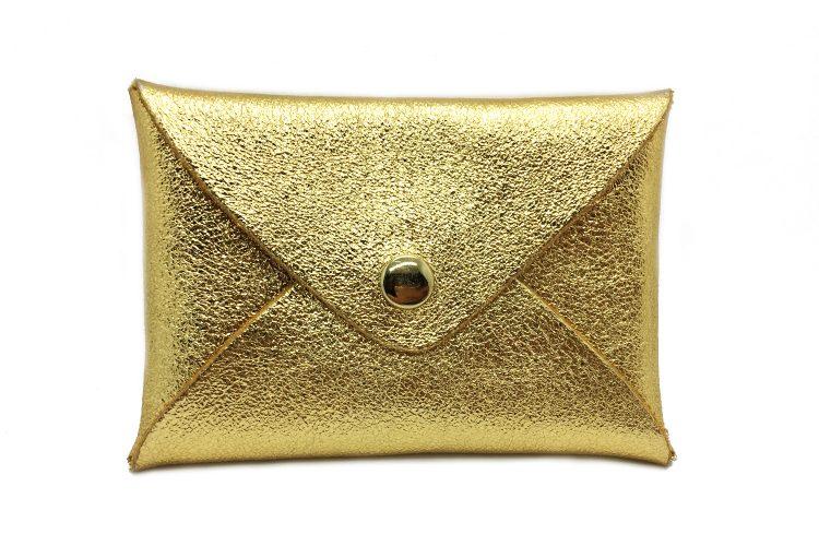 vue de face de l'étui carte bancaire femme or