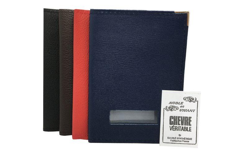 les 4 coloris marine rouge chocolat et noir du porte passeport avec étiquette