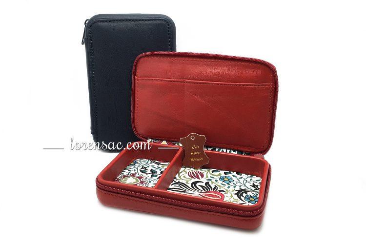 2 compartiments intérieur de la boite a bijoux rouge rectangulaire et extérieur de l'écrin bleu marine
